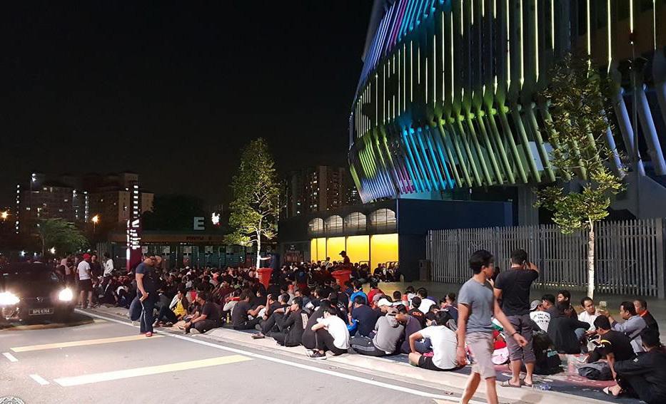 CĐV Malaysia trắng đêm xếp hàng, săn 40 nghìn vé xem chung kết