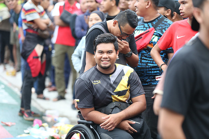 Hàng vạn CĐV bủa vây Bukit Jalil chờ mua vé xem Malaysia vs Việt Nam