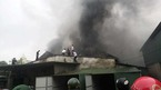 Cháy rụi kho hàng gần chợ Vinh trong cơn mưa tầm tã
