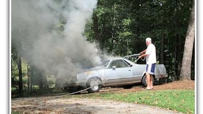 Oái oăm độc chiêu quảng cáo bán xe sau khi bị cháy