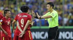 """Tuyển Việt Nam đấu Malaysia: Người Mã đá rắn, """"mượn"""" oai trọng tài?"""