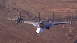 Xem Su-25 và Su-34 của Nga bay sát nhau trên bầu trời
