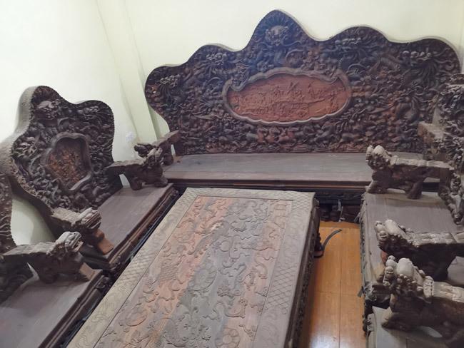 Bộ bàn ghế gỗ trắc nặng 8 tạ, đại gia trả 3,2 tỷ chủ nhân vẫn chưa bán