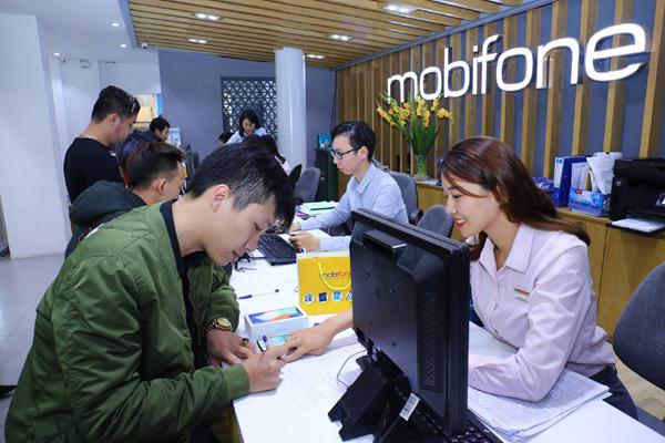 MobiFone nỗ lực trợ giá khách mua smartphone