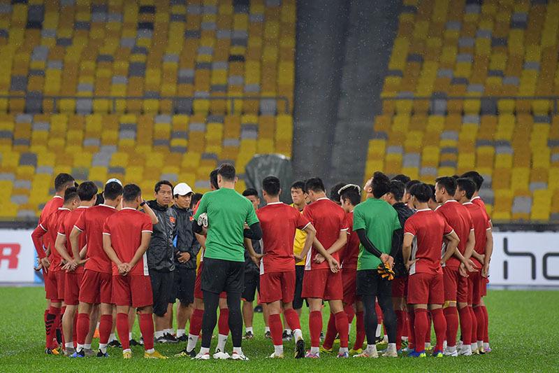 Tuyển Việt Nam đón 'cơn mưa lộc' trước ngày đấu Malaysia