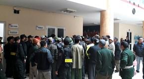 Hàng trăm người bao vây trụ sở VFF đòi mua vé xem chung kết