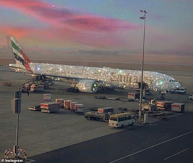 Sự thật về chiếc Boeing 777 dát kim cương, sáng lấp lánh