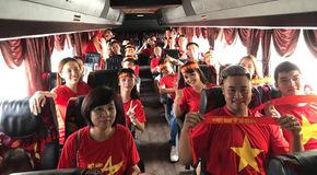 Du học sinh Việt vượt nghìn km sang Malaysia tiếp lửa tuyển Việt Nam