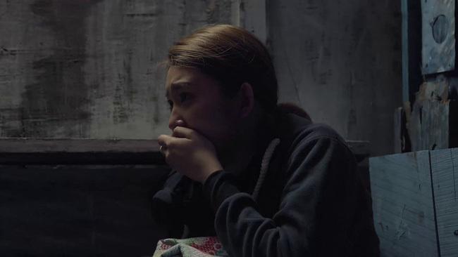 'Gạo nếp gạo tẻ' tập 95: Thuý Ngân gào khóc gọi tên chồng khi bị cưỡng hiếp