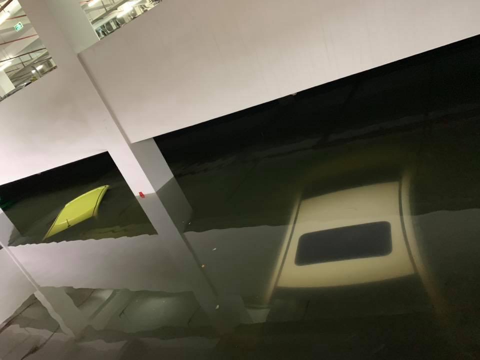 Xe ngập nước,siêu xe,xe sang,thủy kích,bảo hiểm xe