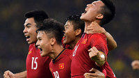 Việt Nam 2-0 Malaysia: Siêu phẩm của Đức Huy