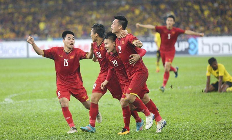 Hòa 2-2 với Malaysia, Việt Nam giành lợi thế ở Bukit Jalil
