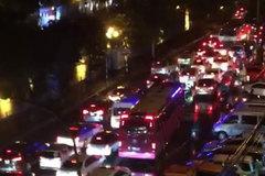 Hà Nội: Các tuyến đường ách tắc kinh hoàng, nhiều người than trời vì cả tiếng mới về được đến nhà dù chỉ có 3km