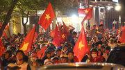 Người Sài Gòn rần rần xuống đường dù tuyển VN hòa đội Malaysia