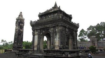 Phát lộ nhiều dấu tích quý giá tại di tích lăng Đồng Khánh