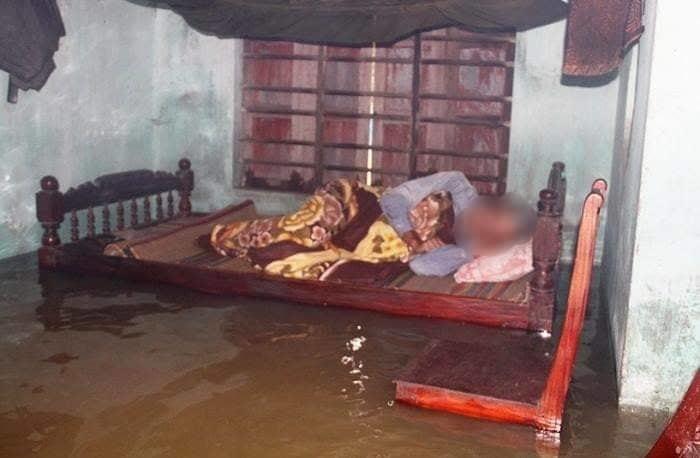 Ngập mấp mé giường ngủ, cụ bà 80 tuổi rơi xuống nước tử vong