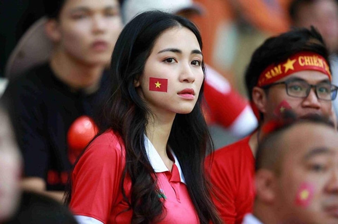Liên tục bị nhắc tên với Công Phượng, Hòa Minzy bức xúc với anti fan
