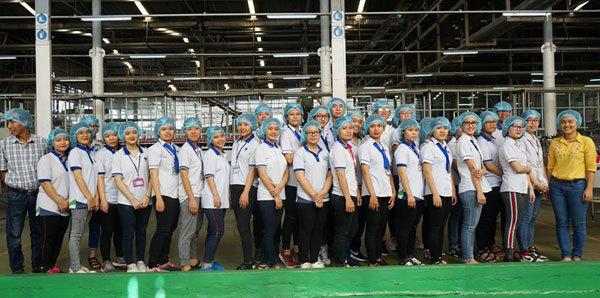 Sinh viên tham quan nhà máy Tân Hiệp Phát