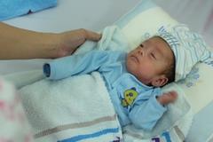 Em bé sinh non nhỏ như 'ổ bánh mì' vượt cửa tử sau 123 ngày ở viện