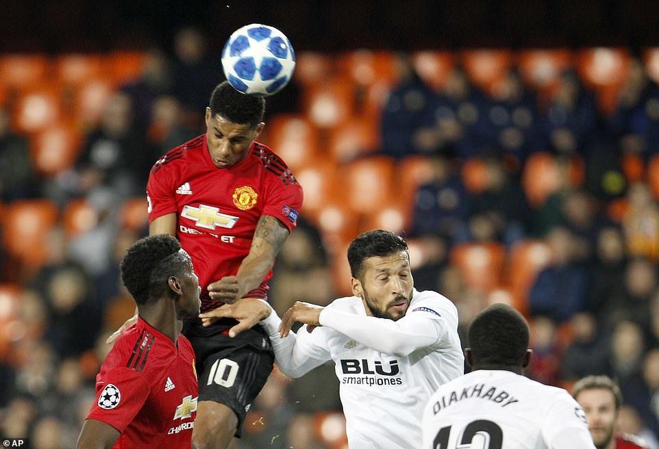 Thua Valencia, MU lỡ cơ hội chiếm ngôi đầu của Juventus