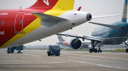 Vì sao hành lý xách tay khi đi máy bay giới hạn ở 7 kg?