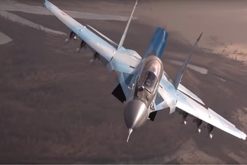 'Chim sắt' MiG-35 nhào lộn, ôm cua ngoạn mục