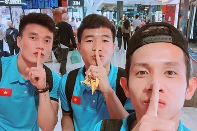 'Song Đức' tình cảm, Đức Chinh trấn an người hâm mộ trước khi về nước