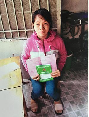 Không còn tiền cầm cự, người phụ nữ xin giúp đỡ để sống thêm với con