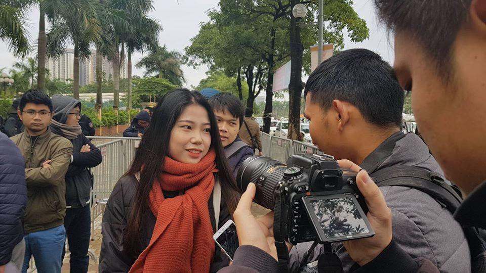 Dòng người nối nhau chờ lấy vé Việt Nam vs Malaysia ở Mỹ Đình