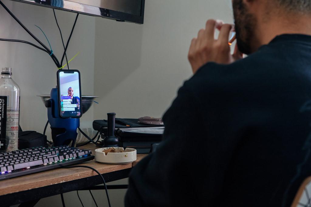 'Ăn xin' công nghệ: Lên sóng mỗi ngày, tháng kiếm 4.000 USD