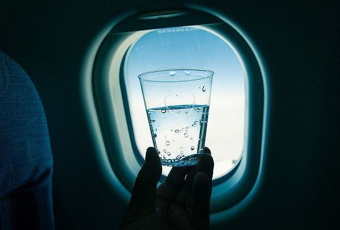 Sự thật về nước trên máy bay khiến bạn sợ bất ngờ khi nghe