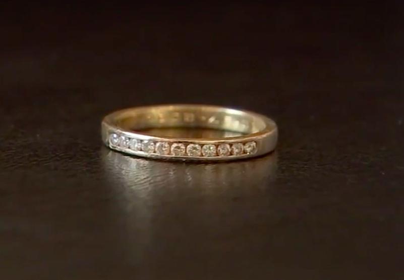 Nhẫn kim cương rơi xuống toilet và điều kỳ diệu xảy ra sau 9 năm