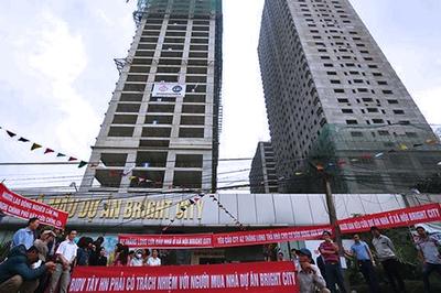 Tháp biểu tượng bị siết nợ, đại gia ôm nợ 7.000 tỷ tàn tạ