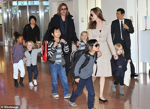 Angelina Jolie nói với Pax Thiên rằng Brad Pitt không muốn nhận nuôi cậu bé gốc Việt