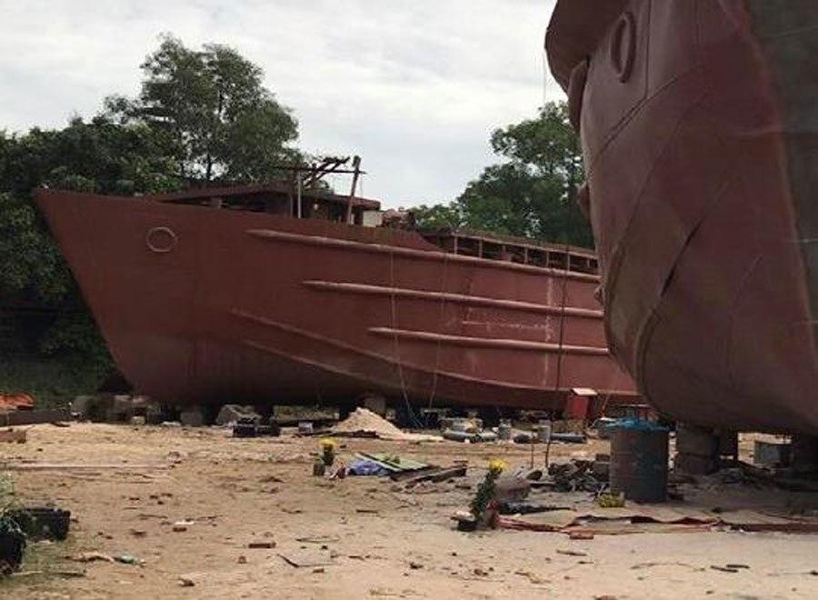 Nổ lớn ở xưởng đóng tàu, ít nhất 2 người chết