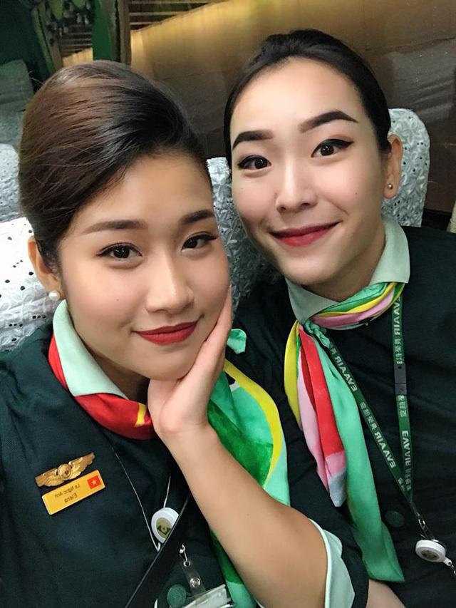 Nữ tiếp viên xinh đẹp mang 2 dòng máu Việt - Hoa, sở hữu thân hình nuột nà