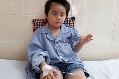 """5 lần phẫu thuật não, bé gái vẫn đối mặt với """"cửa tử"""""""