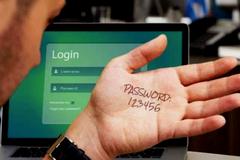 """10 mật khẩu """"biếu không"""" cho tin tặc năm 2018"""