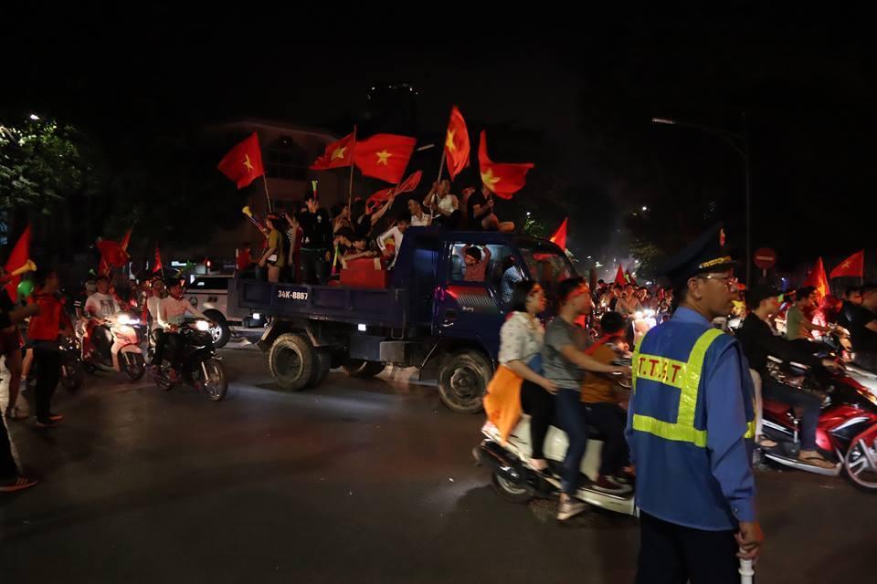 đi bão bóng đá,xe bán tải,xe tải,AFF 2018,Việt Nam- Malaysia