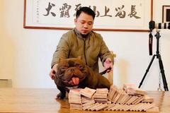 Chất chơi bậc nhất: Bán biệt thự mua đồng hồ cổ, 2,6  tỷ rước chú chó cơ bắp