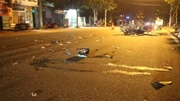 Xe hộp 'quét' xe máy khiến 2 người bị thương rồi bỏ chạy
