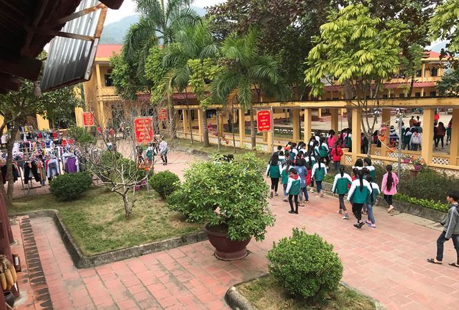 Hiệu trưởng phủ nhận lạm dụng tình dục, học sinh đã chỉ định hiện trường