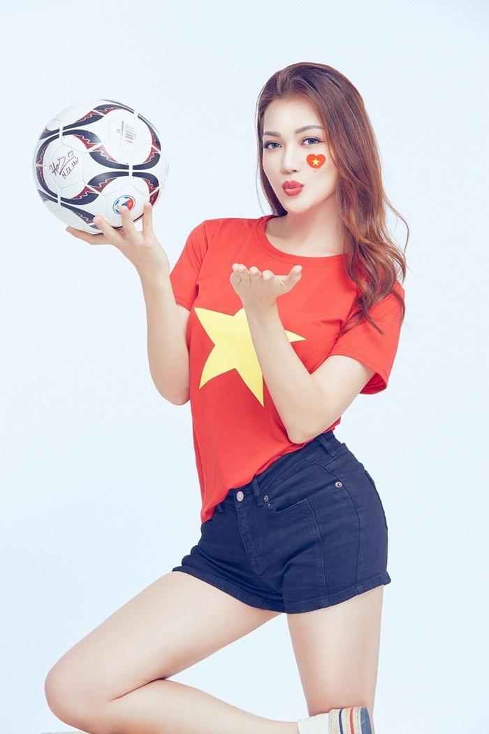 Sao Việt chụp ảnh cổ vũ tuyển Việt Nam trước chung kết lượt về AFF Cup