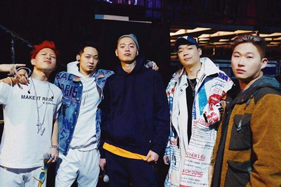 Rapper Hàn mặc áo giống vỏ bao cám Con Cò dự lễ trao giải MAMA 2018