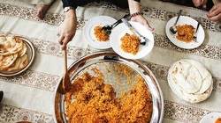 Gần trăm người thương vong vì nghi ăn phải cơm có độc