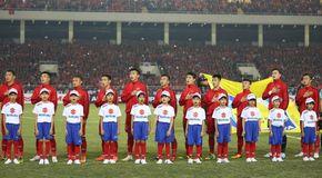Việt Nam 1-0 Malaysia: Anh Đức ghi tuyệt phẩm (hiệp 1)