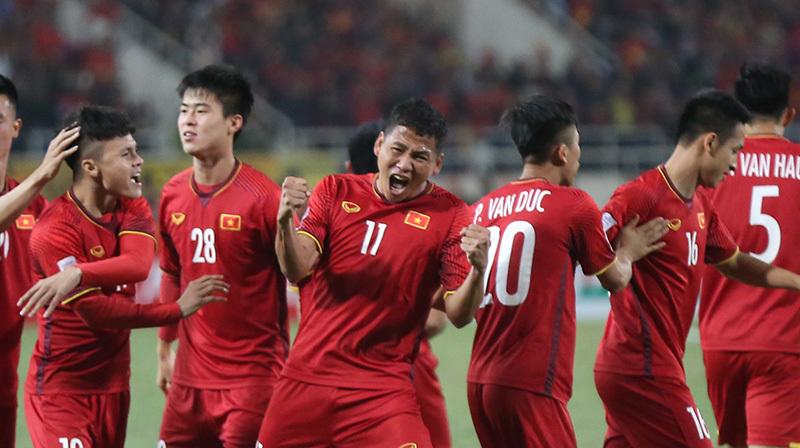 Chiếu chậm bàn thắng xé lưới Malaysia của Anh Đức