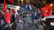 Việt Nam vô địch AFF Cup: Muôn kiểu đi bão hài hước đốn tim người hâm mộ