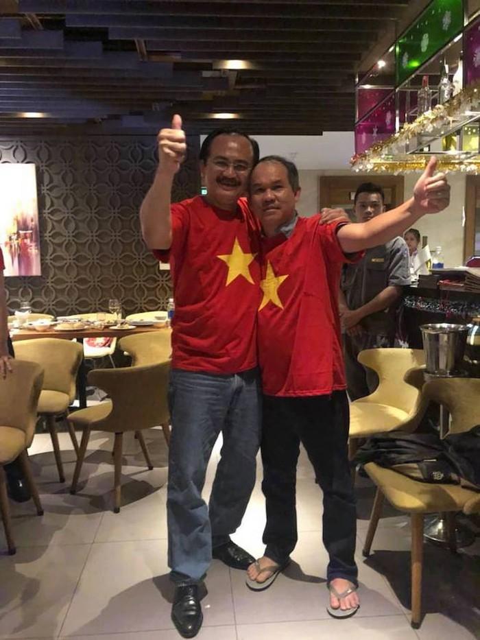 Trong đêm Việt Nam vô địch AFF: Bầu Đức, Bầu Thắng ngồi ngẫm bên nhau