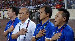 Tuyển Việt Nam: Chuyện về đội ngũ thầm lặng phía sau thầy Park...
